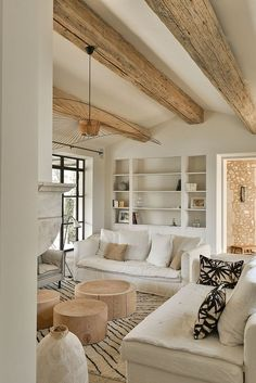 Home Living Room, Living Room Decor, Cottage Living Rooms, Decor Room, Cheap Home Decor, Home Interior Design, Country House Interior, Interior Livingroom, Luxury Homes Interior