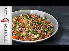 Σαλάτα με μαυρομάτικα φασόλια από τον Άκη Πετρετζίκη. Φτιάξτε την πιο υγιεινή σαλάτα με φασόλια μαυρομάτικα, ντομάτα και μυρωδικά! Ιδανική και για χορτοφάγους! Black Eyed Pea Salad, Greek Salad Recipes, Sauteed Vegetables, Cooking Recipes, Healthy Recipes, Salad Bar, Potato Salad, Salads, Food And Drink