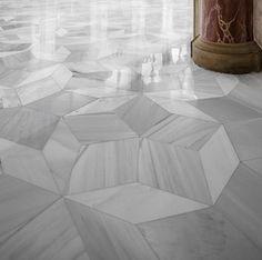 Mármore Macael e matemática no chão da igreja: Mosaico Penrose