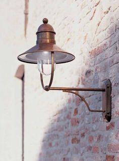 Oude franse buitenlampen