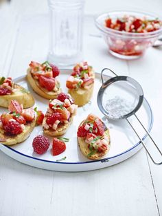 French bruschetta's met fruitsalade