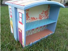 By Your Hands: Trash to Treasure --- Repurposed Drawers, cute doll house from two dresser drawers with curved fronts. Old Dresser Drawers, Set Of Drawers, Broken Dresser, Repurposed Furniture, Diy Furniture, Vintage Furniture, Recycled Dresser, Business Furniture, Outdoor Furniture