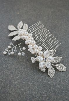 Handmade Swarovski Pearl Bridal Hair Comb from EarringsNation Vintage Style Weddings Bridal Hair piece Bridal headpiece Bridal Hair Accessories