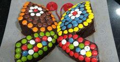 Cómo hacer una sencilla tarta de chocolate con lacasitos y forma de mariposa
