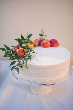 One-tier wedding cake idea - modern + simple wedding cake with buttercream frosting and fresh flower + greenery topper {Victoria Johansson Photography} #weddingcakes