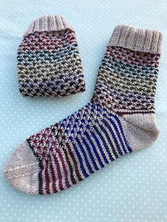 Die Anleitung ist für die Sockengrößen 36/37, 39/39, 40/41 und 42/43 beschrieben.