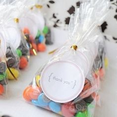Easy Thank You Favors DIY with free round labels printable. Follow the link to download. (in Spanish)