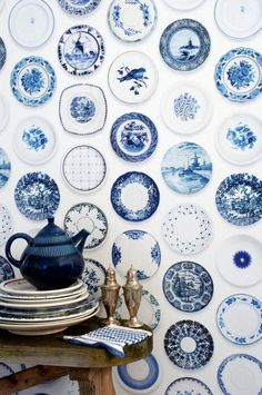 Blue Transferware Plates Wallpaper ~ Mary Wald's Place - Delft Blue Plates Wallpaper - Love this, but I want a real collection of blue and white plates & dishes for our dining room! White Dishes, White Plates, Blue Plates, Blue Dishes, Blue And White China, Blue China, Navy Blue, Wall Paper Decor, Blue Nails