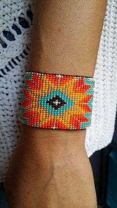 Bead Loom Patterns, Bracelet Patterns, Bracelet Festival, Nylons, Bracelet Turquoise, Black Highlights, Summer Bracelets, Bead Loom Bracelets, Native American Beadwork