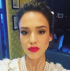 Jessica Alba and more celebs dish their best beauty secrets Jessica Alba Style, Jessica Alba Makeup, Daily Beauty Tips, Beauty Secrets, Beauty Hacks, Everyday Beauty Routine, Beauty Routines, Maquillage Jessica Alba, Taurus