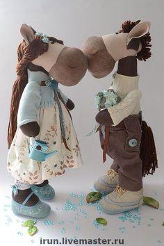 Куклы Тильды ручной работы.  Ярмарка Мастеров - ручная работа Влюбленные лошадки.  Ручная работа.