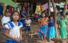 """Niños Nogbe a los que no me canso de fotografiar, se quedan absortos con migo: el  """"chui fotógrafo"""""""