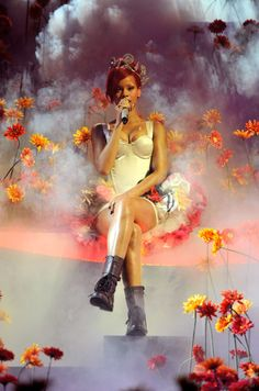 Rihanna performs at the MTV EMAs in I love the dress she wore! Rihanna Outfits, Rihanna Style, Rihanna Clothes, Rihanna Fashion, Rihanna Albums, Royal Beauty, Festival Fashion, Festival Style, Bad Gal