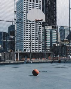 16 vind-ik-leuks, 2 reacties - Kasper Nyman (@citiesofbasketball) op Instagram: '#sanfrancisco collection is now online. LINK IN BIO. Hope you like it. - - #citiesofbasketball…'