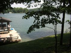 VRBO.com #340370 - Sun, Swim & Fish - 4 bed Smith Mountain VA, excellent location for swimming/boating and screened porch. Under $2000 because dated interior/rustic