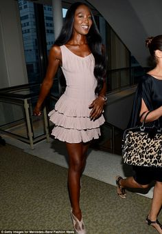 Naomi Campbell makes surprise catwalk appearance as Zac Posen unveils collection of glamorous gowns at New York Fashion Week 90s Fashion, Runway Fashion, Fashion Show, Vintage Fashion, Fashion Outfits, Queen Fashion, Vintage Style, High Fashion, Naomi Campbell