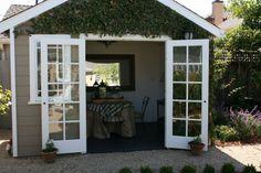 Mum - Little backyard cottage