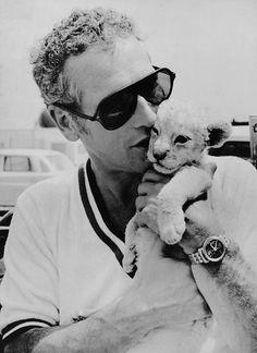 paul newman and lion cub Hollywood Stars, Classic Hollywood, Old Hollywood, Paul Newman Robert Redford, Paul Newman Joanne Woodward, Lion Cub, Tiger Cub, Cat People, Actors