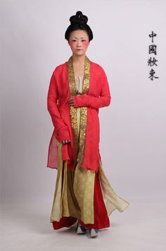 outfit and makeup for women in the Southern Song Dynasty (1127-1279)