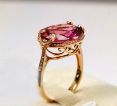 Amazing setting.  This would be so pretty in rose gold with a green amethyst or blue topaz in it.