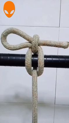 Useful Knot Ideas~ - jewelry diy bracelets Paracord Knots, Rope Knots, Macrame Knots, Survival Knots, Survival Tips, Survival Skills, Rope Crafts, Diy And Crafts, Sailing Knots
