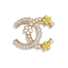 Head Jewelry, Jewelry Box, Jewelery, Fine Jewelry, Closet Accessories, Fashion Accessories, Broche Chanel, Boutique Haute Couture, Mode Chanel