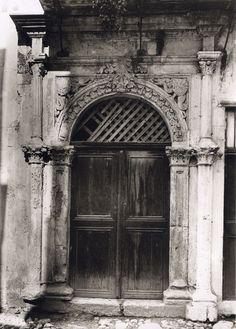 Chania - Venesian door by Fred Boissonnas Greece Photography, Street Photography, Old Photos, Vintage Photos, Crete Chania, Tree Identification, Crete Island, Simple Photo, Old Maps
