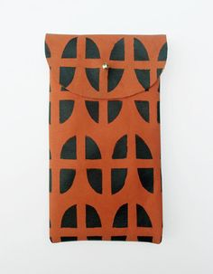 iPhone 4 and 4S pouch // via Etsy.