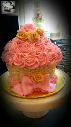 Giant cupcake cake by Care 4 Cakes6