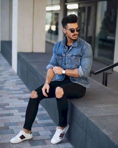 Cool 10 Stylish Ripped Jeans Spring Outfits For Men http://clothme.net/2018/03/26/10-stylish-ripped-jeans-spring-outfits-for-men/