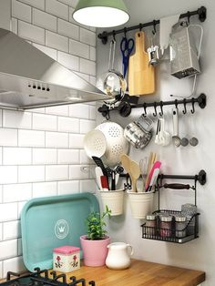 5 Small Kitchen Essentials Your (Tiny) NYC Apartment Needs Kitchen Organization, Kitchen Storage, Kitchen Decor, Space Kitchen, Ikea Kitchen, Organizing, Apartment Needs, Kitchen Essentials, Home Projects