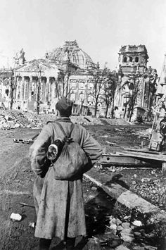 Mikhail Makarov soldier looks at the destroyed Reichstag, pin by Paolo Marzioli