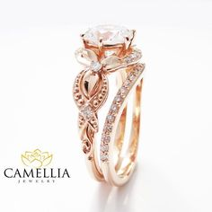 Unique Moissanite Engagement Ring Set 14K Rose par CamelliaJewelry