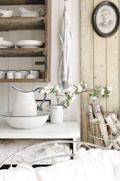 lovely swedish details use the white & blue stonewear