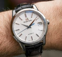 Hands-On with the First 1960 Grand Seiko Rerelease & Modern Reinterpretation named SBGR305. Coming also in the new Seiko Brilliant Hard Titanium material. The finishing on the movement and dial is as you are used to from Grand Seiko.