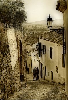 Gypsy Quarter in Granada, Spain - Despite the sepia-ish tone of this photo, this was such a colourful place. Granada Andalucia, Andalusia Spain, Places To Travel, Places To See, Beaux Villages, Spain And Portugal, Beautiful Places To Visit, Spain Travel, Travel Photos