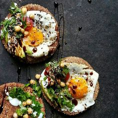 Open Faced Pita Breakfast Sandwiches With Fried Egg, Avocado, Chickpeas, Cilantro And Balsamic Drizzle recipe Breakfast Presentation, Food Presentation, Easy Delicious Recipes, Yummy Food, Healthy Recipes, Healthy Dishes, Food Dishes, Lebanese Breakfast, Breakfast Dishes