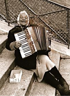 Elderly Woman playing accordion for change on the steps of the Sacre-Coeur, Paris. Instruments, Piano Accordion, Street Musician, Old Folks, All About Music, People Of The World, People Like, Old Photos, Jazz