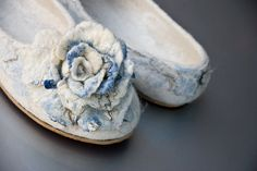 Women house shoe, felted slippers whit flowers MARBLE ROSES -30 % discount