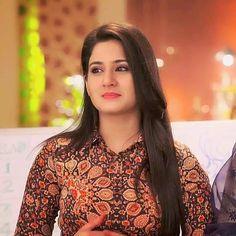 Star Actress, Indian Tv Actress, Girl Photo Poses, Girl Photos, Cute Celebrities, Celebs, Girls Dpz, Boys Dpz, Kumkum Bhagya