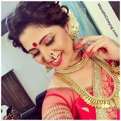 Marathi Bride with Traditional Jewelry Marathi Bride, Marathi Wedding, Wedding Bride, Marathi Nath, Wedding Rings, Indian Wedding Hairstyles, Bride Hairstyles, Maharashtrian Jewellery, Ethnic Wear Designer