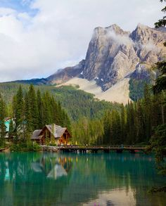 one of the prettiest places i've ever seen. have wished to go back here and actually stay in the lodge/cabins some day. Emerald Lake in Yoho National Park, Canada. Places Around The World, Oh The Places You'll Go, Places To Travel, Places To Visit, Travel Destinations, Foto Nature, All Nature, Amazing Nature, Ontario