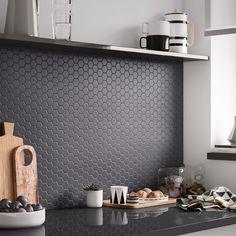 Une cuisine raffinée et sobre - - Apartment Kitchen, Home Decor Kitchen, Kitchen Wood, Blue Tile Backsplash Kitchen, Backsplash Ideas, Tile Ideas, Küchen Design, House Design, Cuisines Design