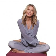We spotted actress Ursula Karven wearing our #7chicavenue #silkblouse Ingrid in silver blue to one of her #yoga sessions.