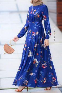 The explosion of colors as we liked it mixed with kimono sleeves and a detachable belt. Frock Fashion, Fashion Dresses, Muslim Long Dress, Modest Maxi Dress, Hijab Dress, Abaya Designs, Mode Hijab, Casual Dresses, Long Dresses