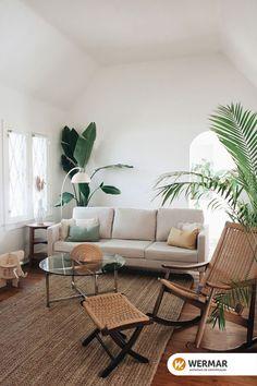 Que graça essa luminária combinando perfeitamente com a decoração da sala! A peça super simples dá um detalhe lindo sem ocupar muito espaço, sendo posicionada perfeitamente para uma leitura no sofá. Aqui na Wermar temos várias opções de luminárias para a sua casa, venha conferir! #decor #homedecor #decoração #homeinspo #livingroom #luminária #salasmaravilhosas #home #decoracao  FOTO: REPRODUÇÃO