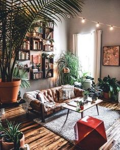 Boho Living Room, Cozy Living Rooms, Living Room Grey, Living Room Bookshelves, Cozy Eclectic Living Room, Bohemian Living Spaces, Living Room Plants Decor, Bohemian Homes, Bohemian Room