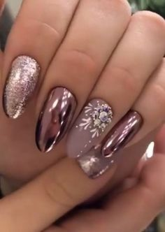 35 Attractive Diy Christmas Nail Art Ideas To Try This Year Now - Designer nails can really make you look fashionable and chic. Nail art is one way to make your nails look really good and it lets you experiment with . Xmas Nails, New Year's Nails, Holiday Nails, Hair And Nails, Gel Nails, Acrylic Nails, Coffin Nails, Christmas Nails 2019, Diy Christmas Nail Art