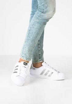 Schoenen adidas Originals SUPERSTAR - Sneakers laag - white/silver metallic/core black wit: € 99,95 Bij Zalando (op 19-10-16). Gratis bezorging & retournering, snelle levering en veilig betalen!