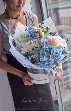 Ideas Flowers Bouquet Wrapping Brides For 2019 Flowers In Hair, Silk Flowers, Wedding Flowers, Blue Flowers, Flower Garden Design, Flower Designs, Modern Flower Arrangements, Flower Boxes, Flower Delivery